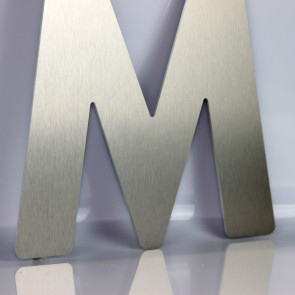 Facadebogstaver - Aluminiums bogstaver - Børstet aluminiums bogstaver - Bogstaver til butik - Bogstaver til butikfacade - Aluminiums bogstaver i alle størrelser